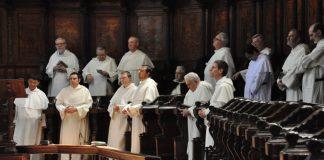 Frati in coro
